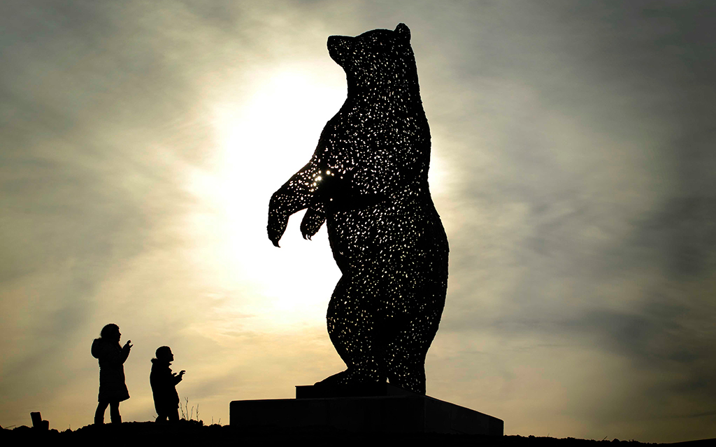 Large bear sculpture to celebrate famous Scot erected in East Lothian